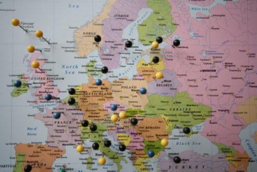 Världskarta för markering med kartnål, maailmankartta neulalla