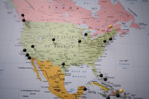 Karta för vägg med nålar