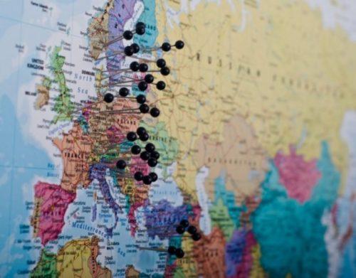 stor-världskarta-för-nålmarkering-europa-nålar