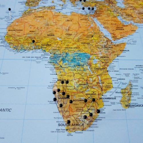 Stor världskarta för vägg. Där du kan markera med nålar vart du har rest.