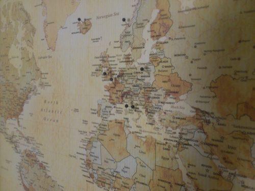 Världskarta för kartnålar