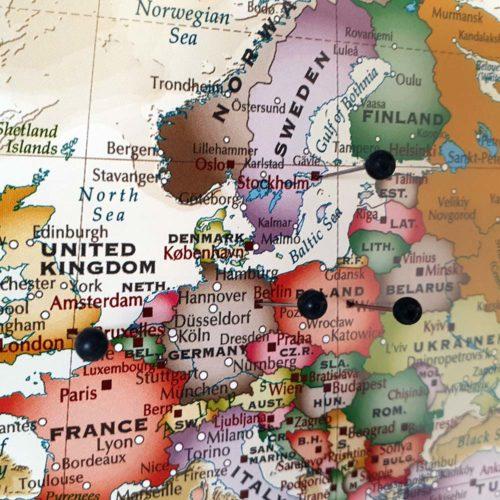 Stor Världskarta Winkel Tripel Projection för markering med nålar (2)