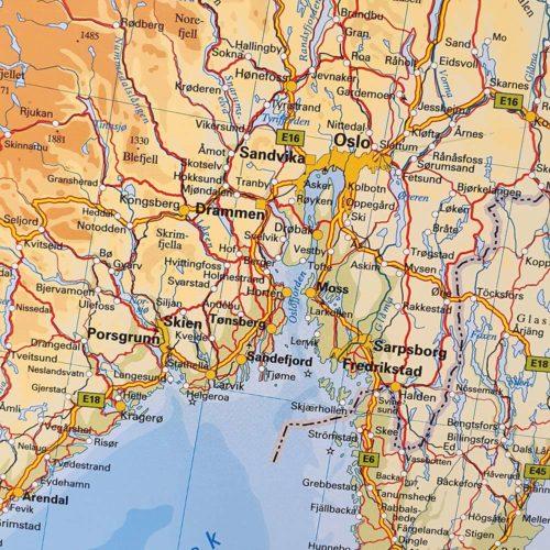 Karta över Norden och Baltikum Norge där du kan markera dom länderna du rest till med nålar. Kartkungen