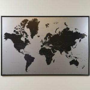 Stor världskarta Modern för markering med nålar. Mått 90x60 cm