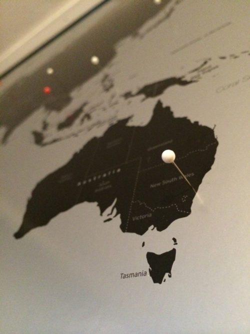 Världskarta med nålar