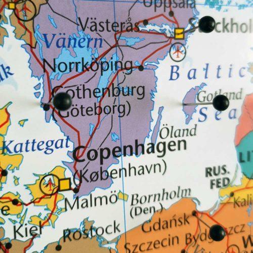 karta med nålar Europa