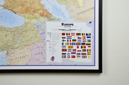 Stor väggkarta över Europa för markering med nålar. Kan användas som skolkarta
