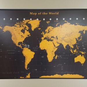 stor världskarta där du kan markera med nålar där du har varit