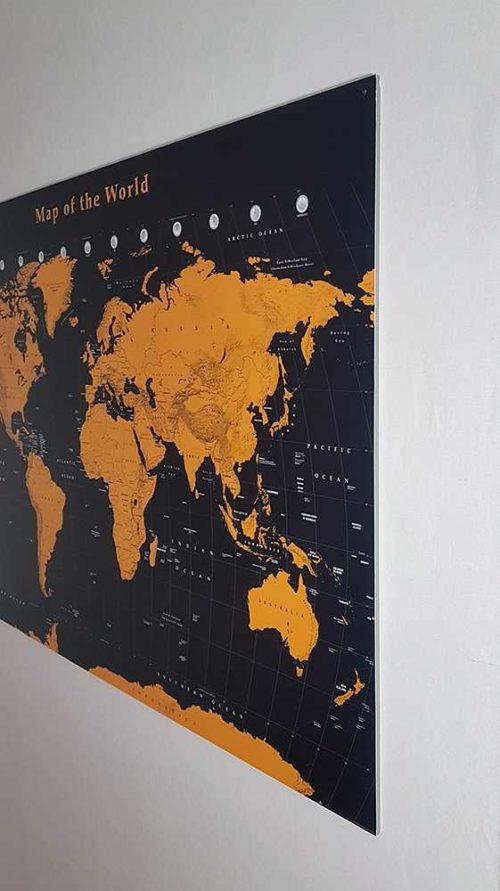 vaggkarta-black-gold-framless-vinkel
