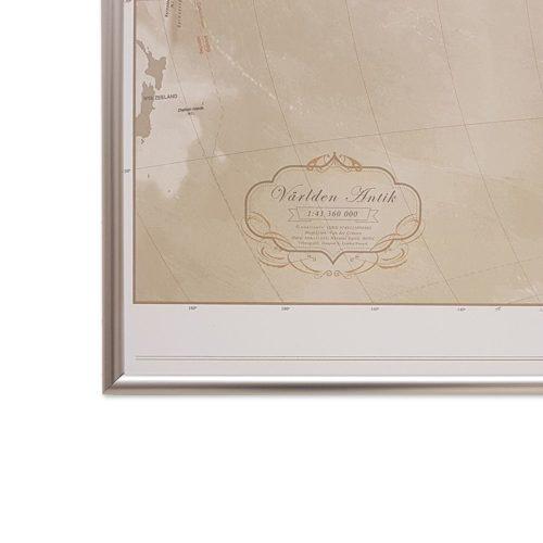Världskarta för vägg Antik 100x70 cm Silver ram Där du kan markera med nålar vart du har varit. Passar lika bra i hemmet som på kontoret eller företaget Kartkungen