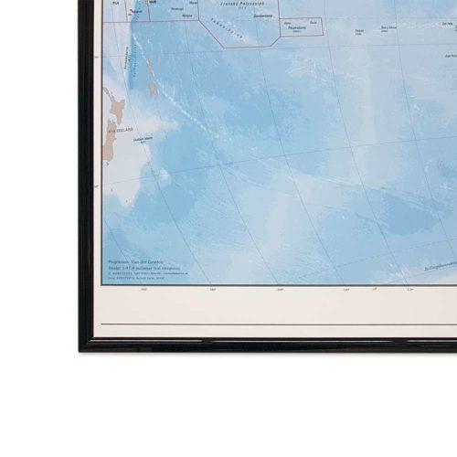 Världskarta Världen Fysisk 70x100 cm Svart ram. För markering med nålar. För hemmet, kontoret eller företaget Kartkungen