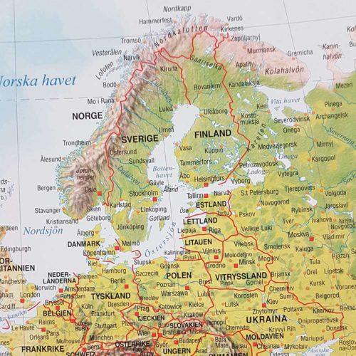 Världskarta Världen Fysisk Skandinavien 70x100 cm Silver ram. För markering med nålar. För hemmet, kontoret eller företaget Kartkungen