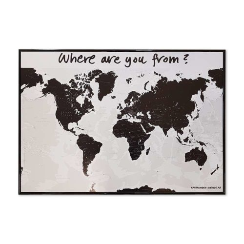 Världskarta svart och vit för hotell och camping m.m Where are you from. Där era gäster kan märka ut vart dom kommer i från med kartnålar. En karta för receptionen, lobbyn på hotellet eller på er camping Mått: 100 cm x 70 cm svart ram Kartkungen