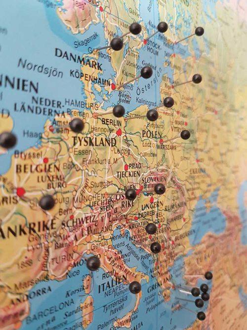 Stor världskarta för markering med nålar skolkarta för vägg kartkungen