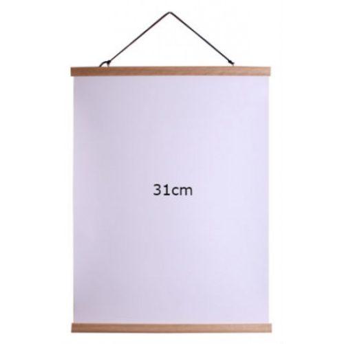 Affischlist ek 31cm Magnetisk affischlist i trä, häng upp affischer, posters, foton, teckningar m.m. Kläm fast affischen upp- och nedtill i de dubbla listerna och häng upp, snöre och öglor för upphängning ingår.