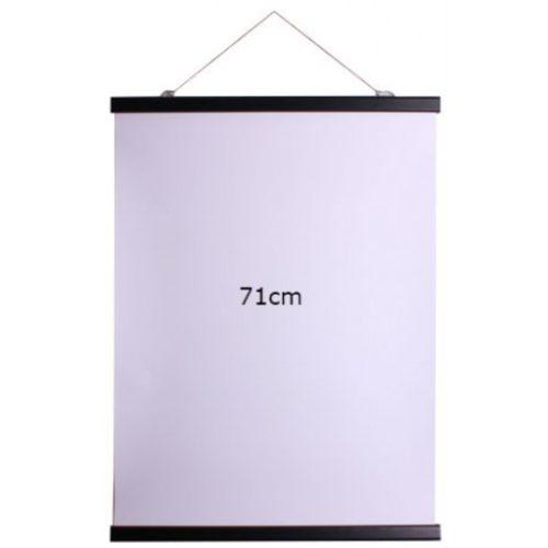 Affischlist Svart 71cm Magnetisk affischlist i trä, häng upp affischer, posters, foton, teckningar m.m. Kläm fast affischen upp- och nedtill i de dubbla listerna och häng upp, snöre och öglor för upphängning ingår.