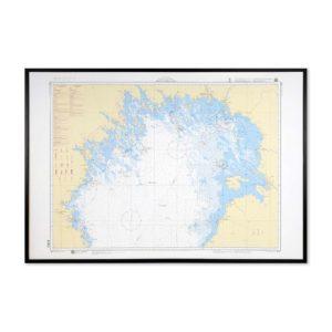 Inramat sjökort över norra Bottenviken där ni kan märka ut med nålar vart ni har rest eller vill resa. Eller kanske bara som en fin tavla? Handgjord ram.