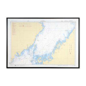 Inramat sjökort över Södra Bottenviken där ni kan märka ut med nålar vart ni har rest eller vill resa. Eller kanske bara som en fin tavla? Handgjord ram.
