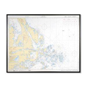Inramat sjökort 611 över Furusund Arhomla där ni kan märka ut med nålar vart ni har rest eller vill resa. Eller kanske bara som en fin tavla? Handgjord ram.