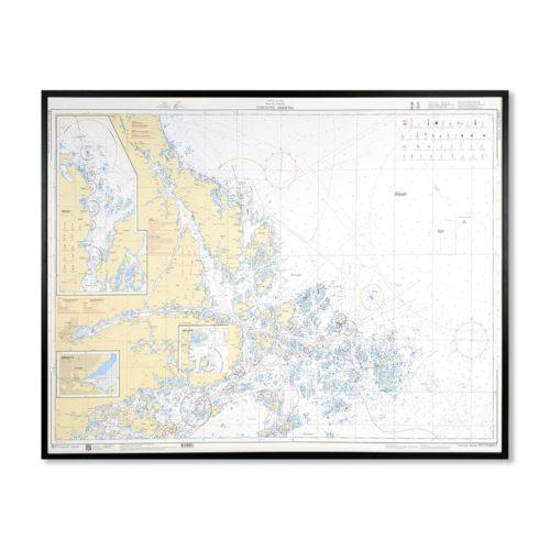 Inramat sjökort över Furusund Arhomla där ni kan märka ut med nålar vart ni har rest eller vill resa. Eller kanske bara som en fin tavla? Handgjord ram.
