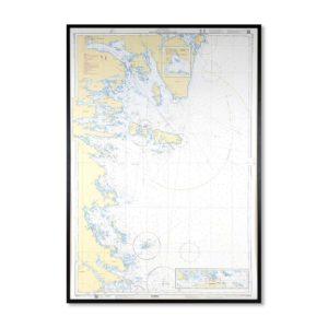 Inramat sjökort över Hällgrund Hornslandet där ni kan märka ut med nålar vart ni har rest eller vill resa. Eller kanske bara som en fin tavla? Med fin ram.