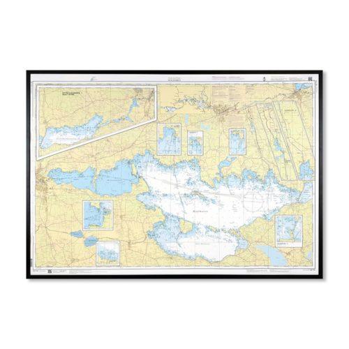 Inramat sjökort över Hjälmaren där ni kan märka ut med nålar vart ni har rest eller vill resa. Eller kanske bara som en fin tavla? Handgjord ram.