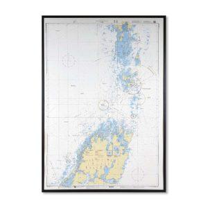Inramat Sjökort 1331 över Lurö (Vänern) där ni kan märka ut med nålar vart ni har rest eller vill resa. Eller kanske bara som en fin tavla? Handgjord ram.