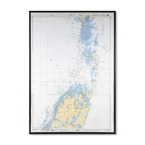 Inramat sjökort över Lurö (Vänern) där ni kan märka ut med nålar vart ni har rest eller vill resa. Eller kanske bara som en fin tavla? Handgjord ram.