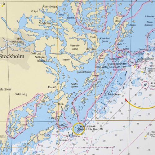 Inramat sjökort över Östersjön från sjöfartsverket att ha som tavla på väggen, där du även kan markera med nålar vart du har varit. Kartkungen