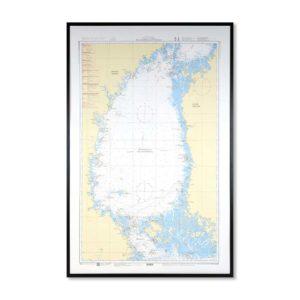 Inramat sjökort 5 över Bottenhavet där ni kan märka ut med nålar vart ni har rest eller vill resa. Eller kanske bara som en fin tavla? Handgjord ram.