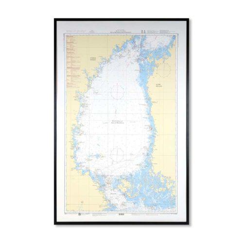 Inramat sjökort över Bottenhavet där ni kan märka ut med nålar vart ni har rest eller vill resa. Eller kanske bara som en fin tavla? Handgjord ram.
