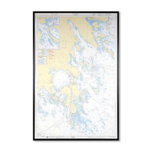 Inramat sjökort Tvären INT1765SE6173 Detaljerat sjökort där ni kan märka ut med nålar vart ni har rest eller vill resa. Levereras med handgjord ram.