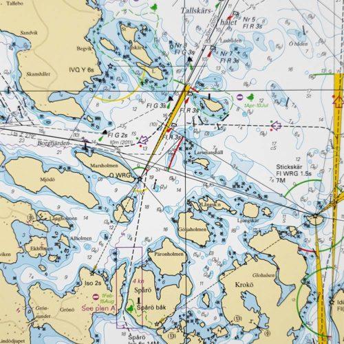 Inramat sjökort över Västervik för vägg. Där ni kan märka ut med nålar vart ni har rest eller vill resa. Eller kanske bara som en fin tavla? Handgjord ram.