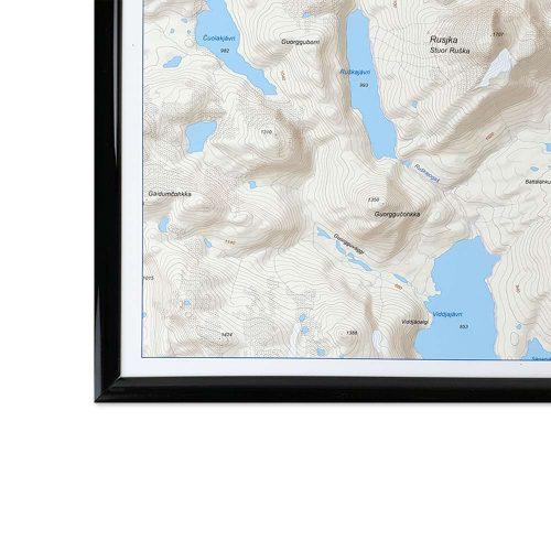 Fjällkarta för vägg Kebnekaise Nikkaluokta med svart ram fjällen