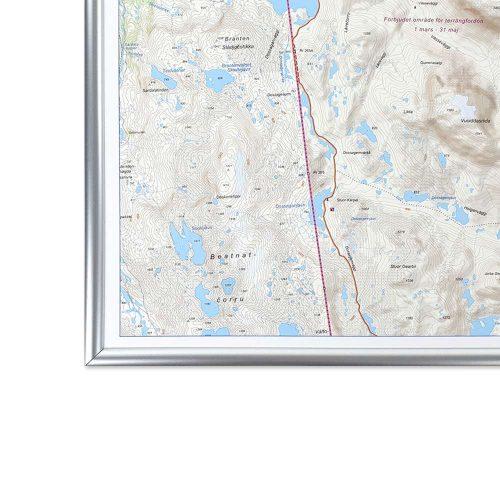 fjällkarta för vägg med silver ram Riksgränsen Abisko karta fjäll
