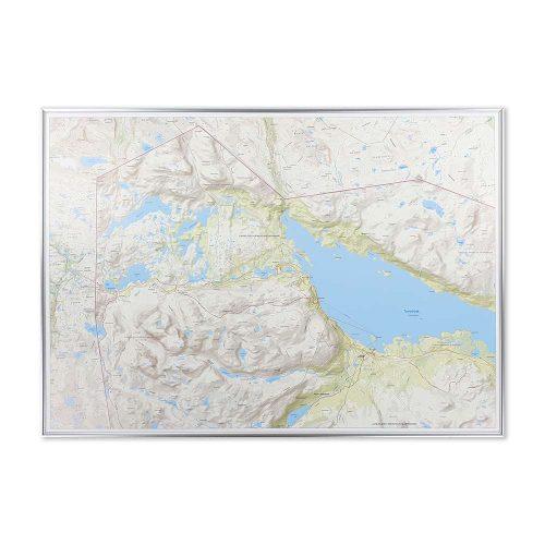 fjällkarta för vägg med silver ram Riksgränsen Abisko naturkarta vägg