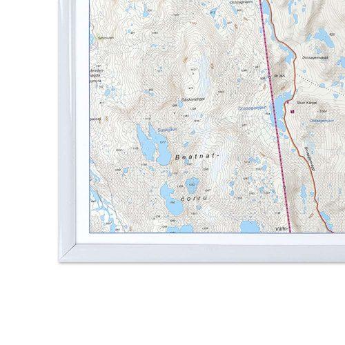 fjällkarta för väggen med vit ram Riksgränsen Abisko (2)