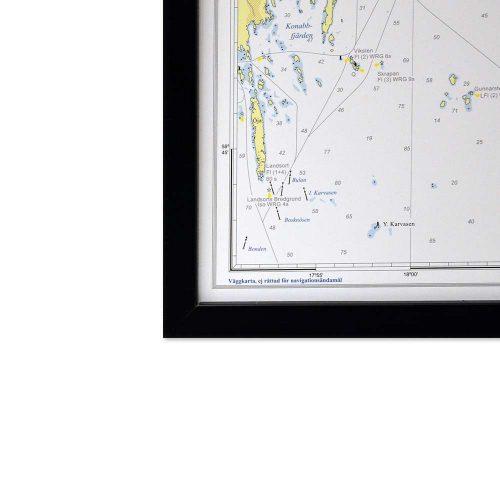 sjökort-stockholms-skärgård-för-vägg-hydrographica-svart-ram-hörnbild